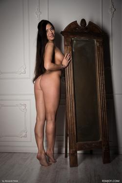 Sexy Girl Elina Dee Naked Reading - pics 05