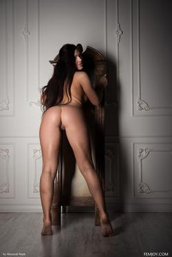 Sexy Girl Elina Dee Naked Reading - pics 06