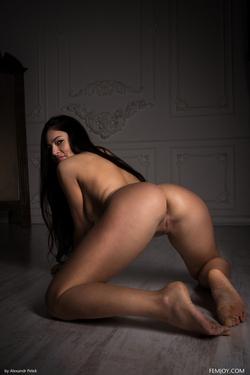 Sexy Girl Elina Dee Naked Reading - pics 09