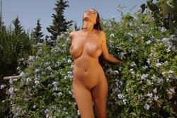 Winona Gorgeous Bombshell Outdoors - pics 11