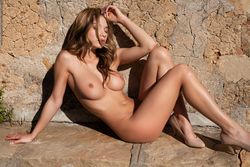 Delicious Babe Nici Dee Outdoors - pics 15