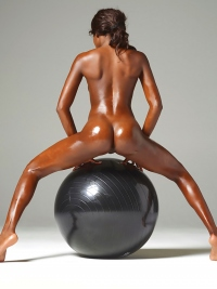 Simone Ebony Body vs Black Ball