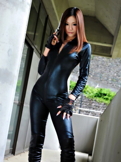Japanese Babe in Tight Black Catsuit Mika Mizuno Fucking in Boots