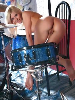 Sexy Nude Girl Alla Feel the Beat