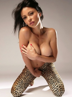 Incredibly Sexy Busty Bombshell Veronika Zemanova in Leopard