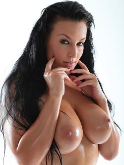 Busty And Amazing Pornstar Carmen Croft Big Wet Boobs Pics