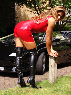 Dirty Milf Louise in Shiny Latex