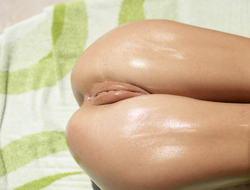 Oiled Girl Darina L Burning Hot - pics 07