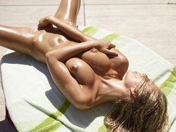 Oiled Girl Darina L Burning Hot - pics 13