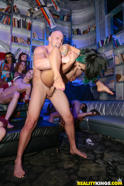 Carnival Hardcore Orgy in the VIP - pics 12
