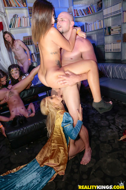Carnival Hardcore Orgy in the VIP - pics 14
