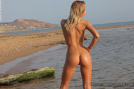 Adele Tight Body at the Beach - pics 04