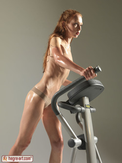 Redhead Wet and Sexy Gymnastics - pics 08