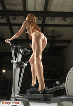 Redhead Wet and Sexy Gymnastics - pics 11