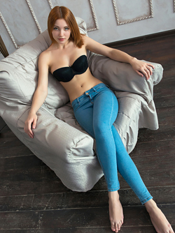 Sensual Redhead Valeria Looks Amazing in her Skin Tight Jeans