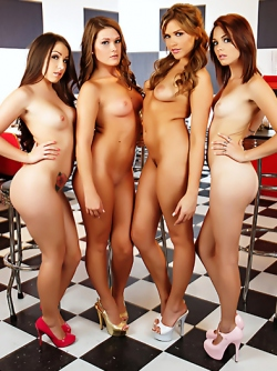 Sexy Vixens Mia Malkova, Abby Cross, Kiera Winters and Lola Foxx