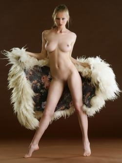 Gorgeus Blonde Pussycat with Perfect Body Julia Loves Posing in Fur