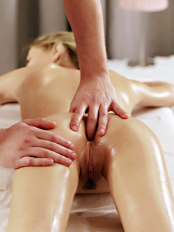 Tiny Girl Nikia Loves Oil Massage