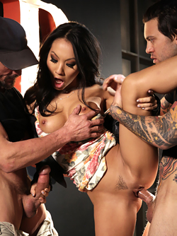 Gorgeous Asian Model Asa Akira is Getting Banged by two Cocks