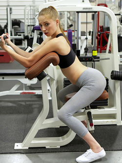 Sex at the Gym - Kinky Teen Loves Sucking and Fucking in Yoga Pants