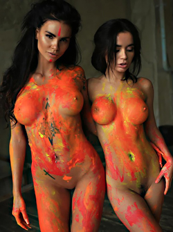 Double Body Painting Pictures - Tight Sexy Babes Zuzu and Sunny