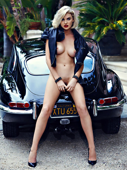 Blonde Kayslee Collins in Black Leather by my Oldtimer Jaguar
