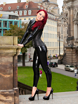 Pierced Demon Lara Larsen in Black Latex - City Walk in Dresden