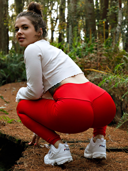 Tattooed Big Booty Pornstar Keisha Grey is Getting Naked in Public